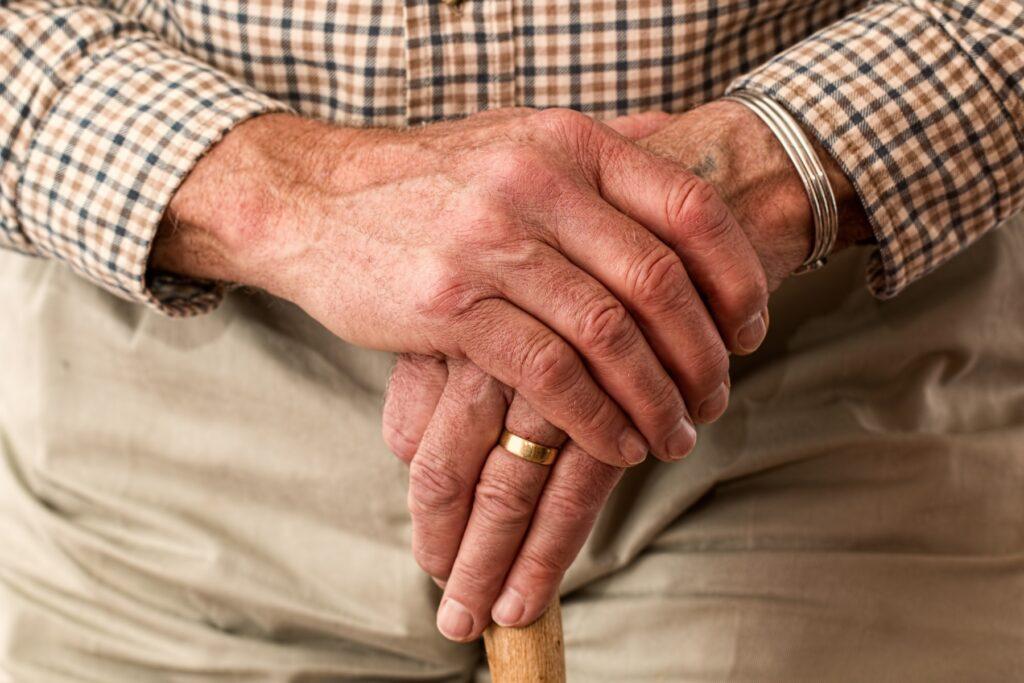 Idoso requerendo pensão alimentícia